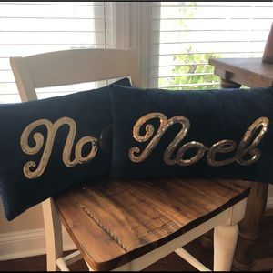 🎄2 Navy blue velvet Christmas pillows